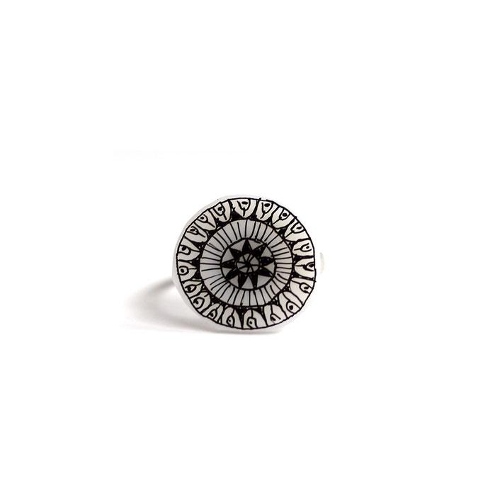 Χειροποίητο πλαστικό δαχτυλίδι (διάμετρο 1,5 cm) 6 Ευρώ
