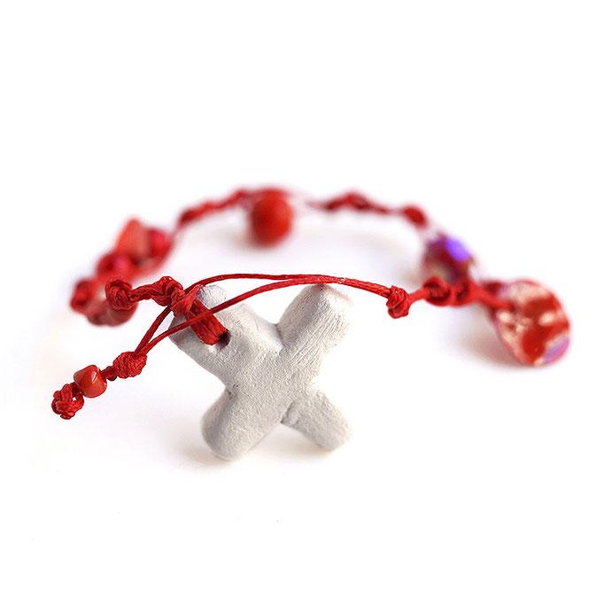 Βραχιόλι κόκκινο-σταυρός (διατίθεται και για μαρτυρικά) 8 Ευρώ