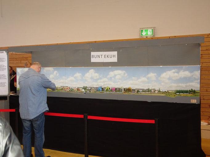 Wolf-Ullrich Malm zeigte seine detaillierte Anlage Buntekuh.