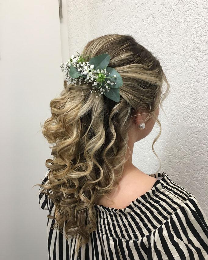 Hochzeitsfrisur bei Coiffure Lockenroll, Alexandra Eggimann