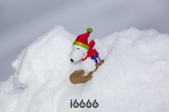 Snoopy der Raser auf dem Schlitten