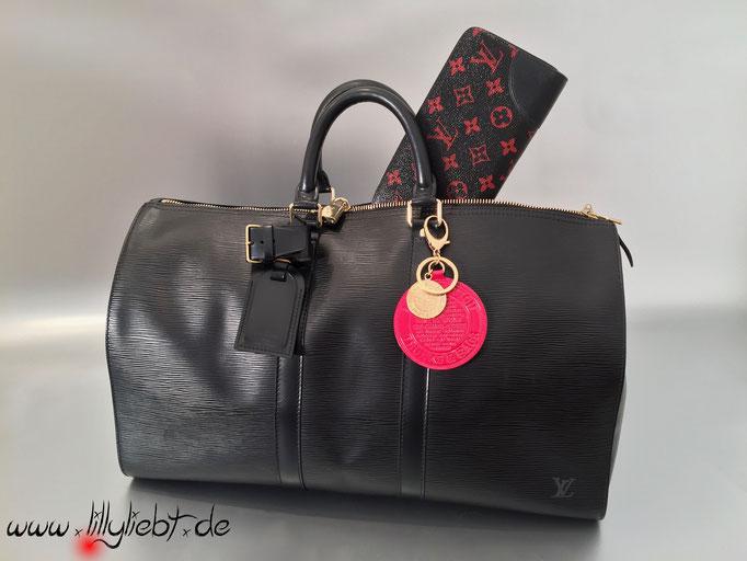 Louis Vuitton Epi Keepall 45 in Schwarz, Louis Vuitton Monogram Infrarouge Zippy, Louis Vuitton Monogram Vernis Trunks & Bags Taschenschmuck in Pomme D'Amour