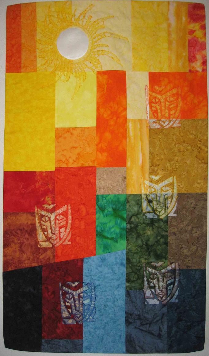 Maskenquilt mit Sonne - Wandbild, 130 cm hoch, 75 cm breit - teilweise mit Schablone entfärbt dann mit Organza benäht und mit Heißluftfön bearbeitet