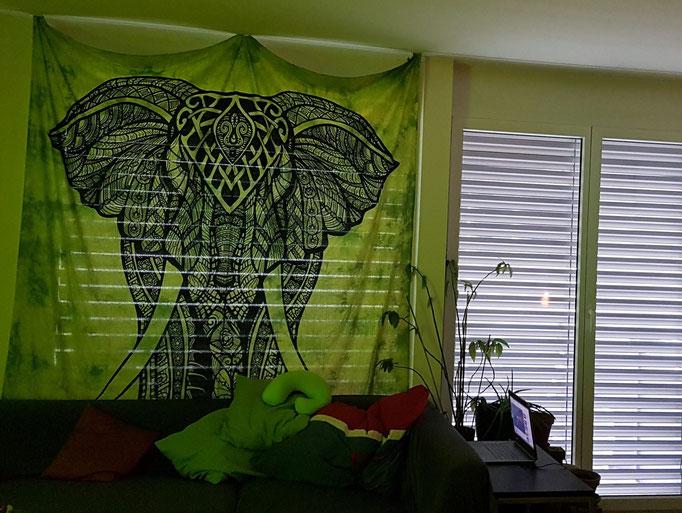 Wandtuch mit Elefant in batik grün