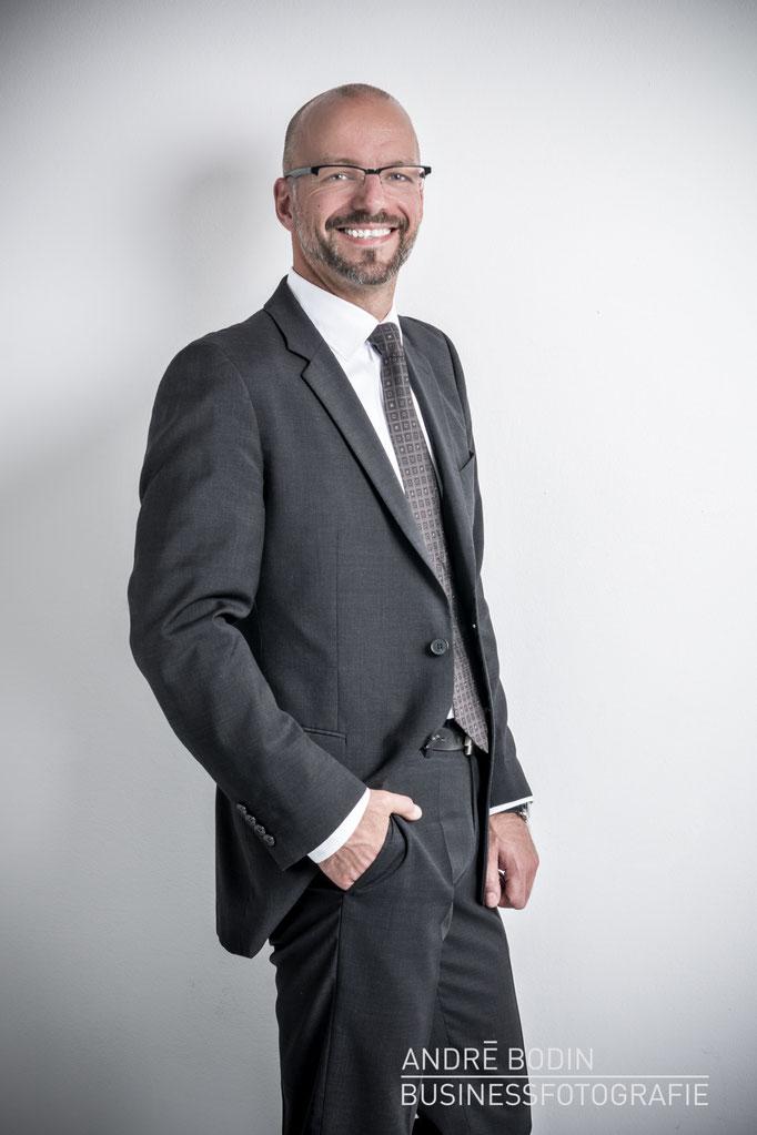 Businessfotografie: Geschäftsführerportrait bzw Charakterportraits für einen Unternehmer