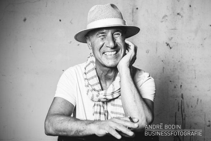 Businessfotografie: Portraitfoto und Künstlerportrait für ein Magazin