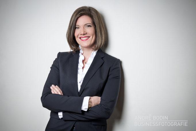 Businessfotografie: Geschäftsführerportrait bzw Charakterportraits für eine Unternehmerin