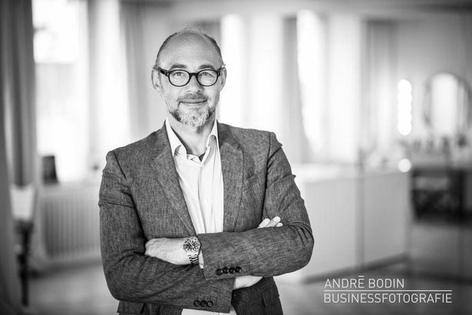 Businessfotografie: Geschäftsführerportrait bzw Charakterportraits eines Architekten für ein Magazin