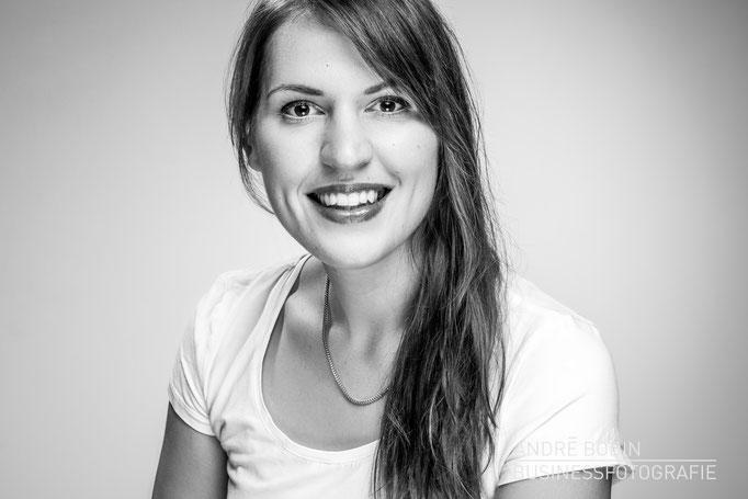 Businessfotografie: Geschäftsführerportrait bzw Charakterportraits für eine Friseurin