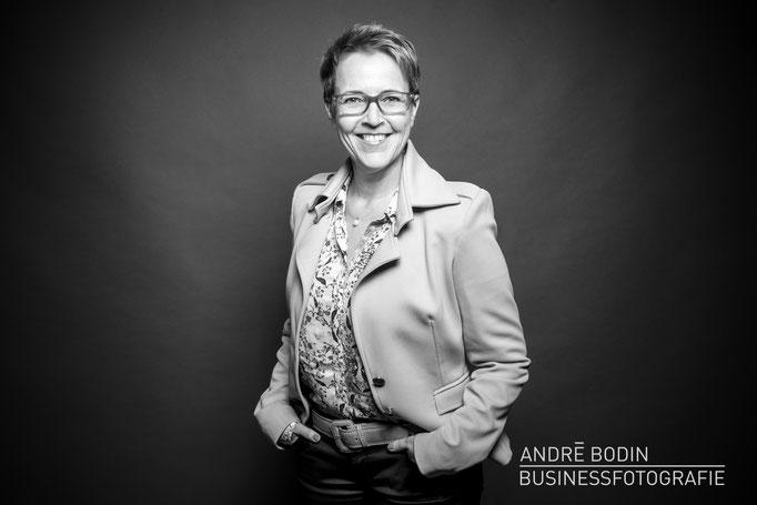 Businessfotografie: Geschäftsführerportrait bzw Charakterportraits für eine Coaching-Unternehmerin