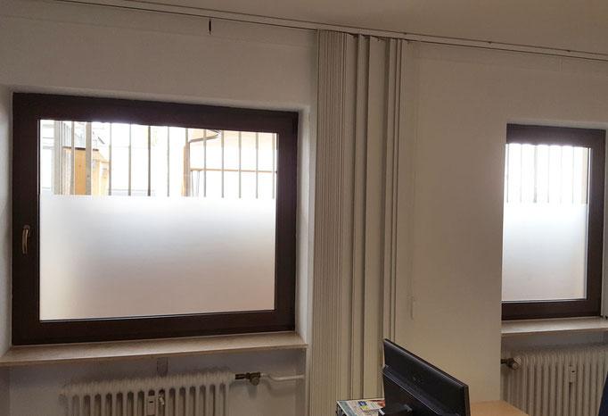 Bürofenster halb hoch mit Glasdekor Folie beklebt