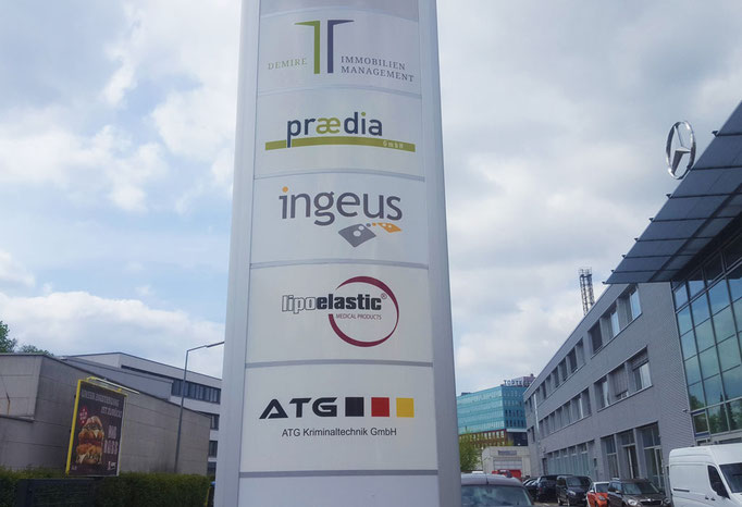 Werbepylon bei Ingeus in Berlin
