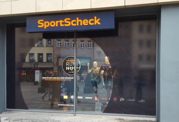 Schaufensterbeklebung bei SportScheck Nürnberg
