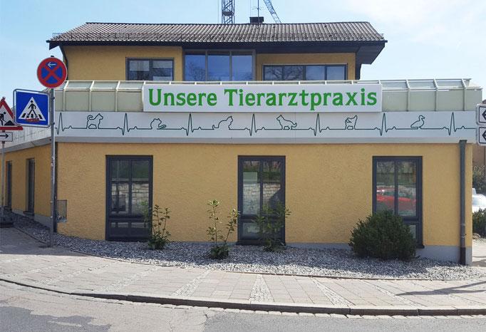 Leuchtkasten und Fassadenfolierung Tierarzt Neumarkt