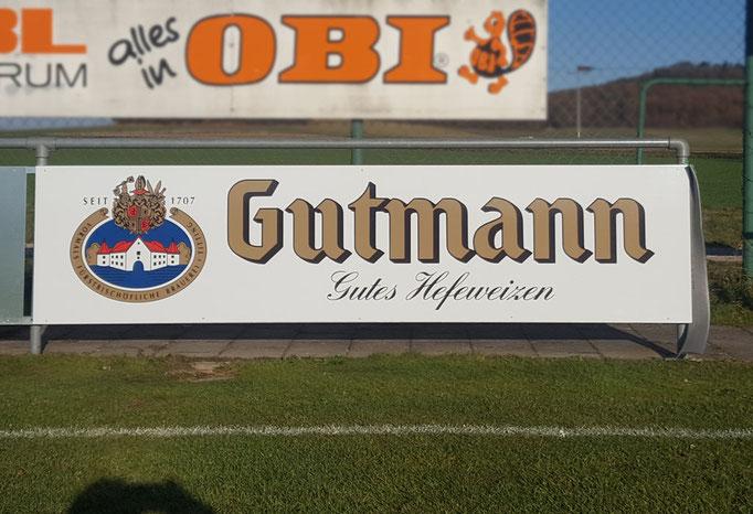 Bandenwerbung für Gutmann