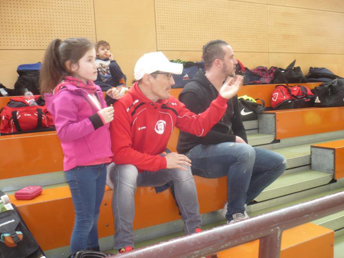 Heute Zuschauer:   Mauricio mit Tochter, Stefan, dahinter Best jun.