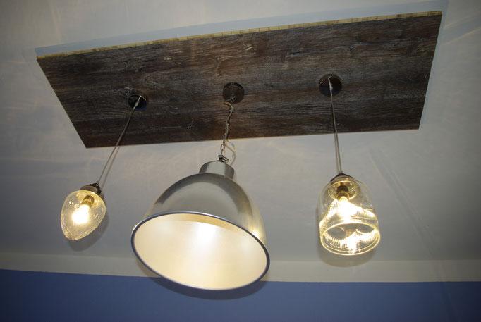 Lampen mit Eichendiele rustikal dunkel