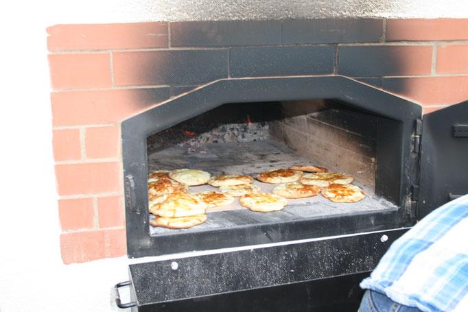 Holzbackofen Pizzaofen Backhaus für die Schule St.Christina Ravensburg