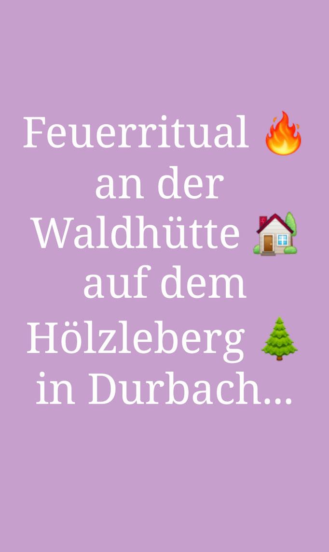 Feuer-Ritual an der Waldhütte auf dem Hölzleberg