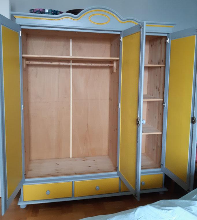 #Après intérieur armoire pin 3 portes Réalisation Déco & Corinnerie(s)