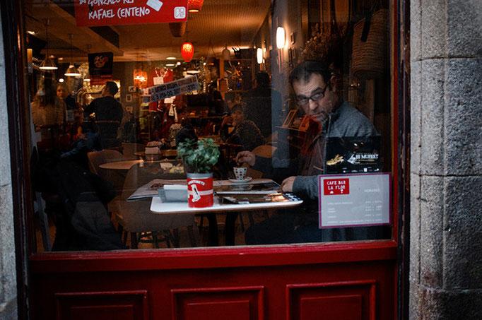 Mirada adentro de cafe. Santiago de Compostela