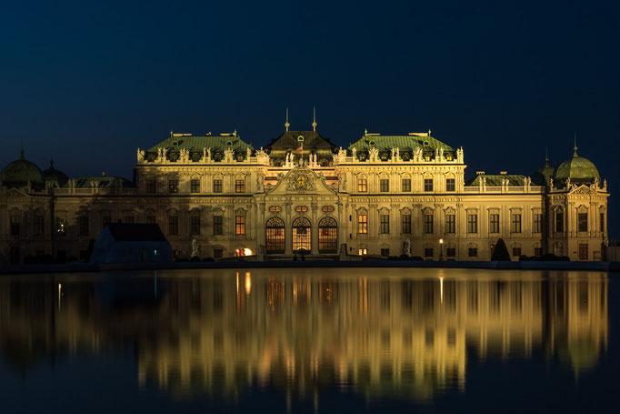 Schloss Belvedere. Das Schloss Belvedere in Wien ist eine für Prinz Eugen von Savoyen (1663–1736) erbaute Schlossanlage.  Am 15. Mai 1955 wurde im Oberen Belvedere der Österreichische Staatsvertrag unterzeichnet.
