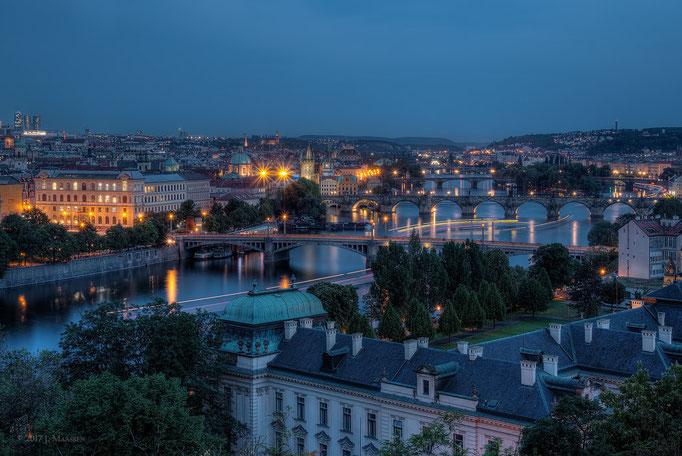 Praag uitzicht over Moldau met bruggen - Prague view over Vltava river with bridges.