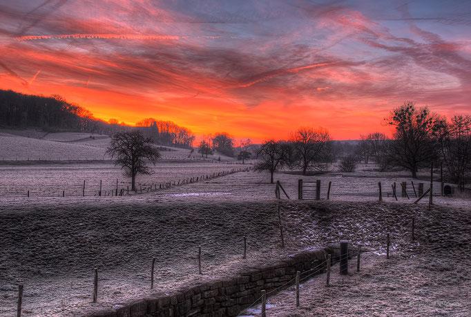 Uitzicht op Mamelis (Vaals) rond zonsopkomst - View on Mamelis (Vaals) around sunrise.