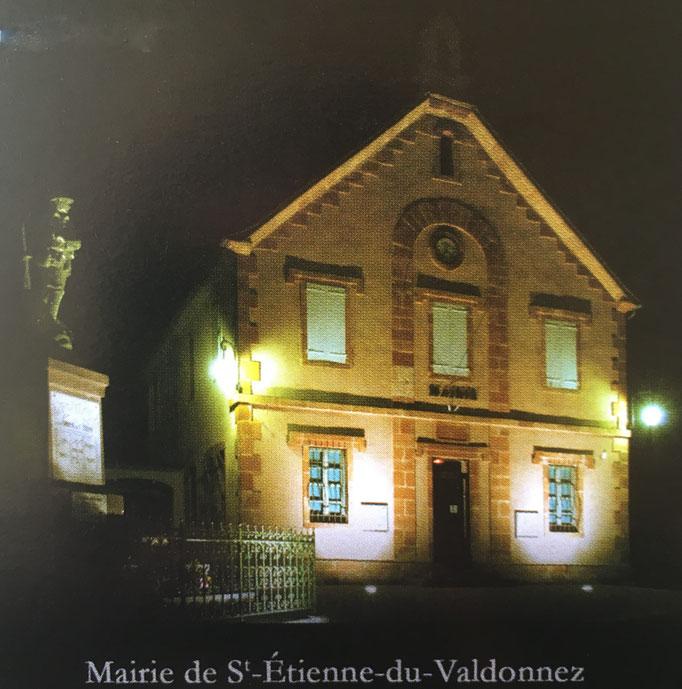 La mairie de Saint Etienne du Valdonnez