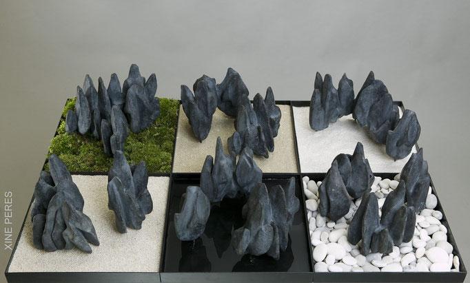 Trois mille mondes possibles- Bronze, mousse végétale, eau, galets, gravier, sable, mica
