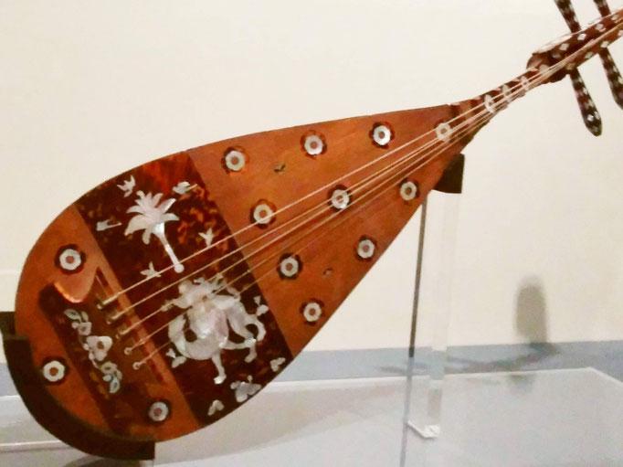 螺鈿紫檀五弦琵琶