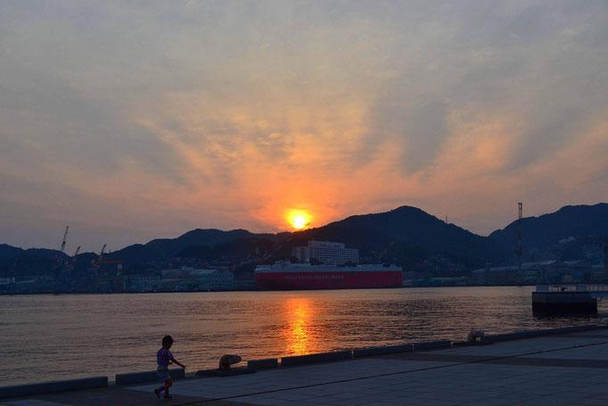 長崎を訪れた時に撮った夕陽です