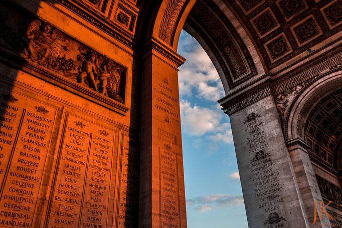 Paris, Arc de Triomphe bei Sonnenuntergang