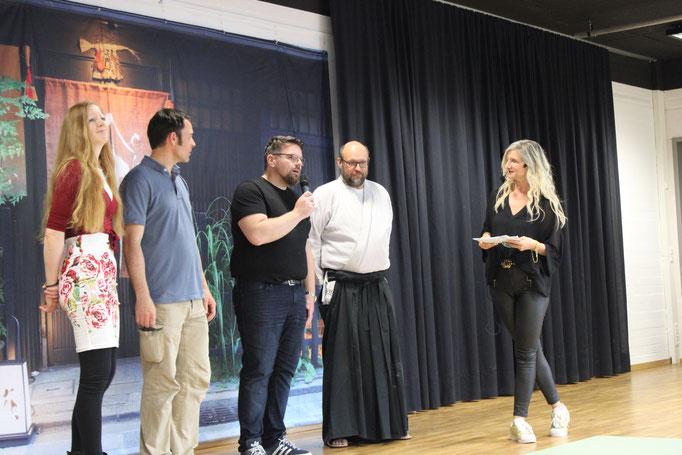 Eröffnung - die vier Organisatoren: Jane, Andreas, Bertram, Christian und unsere Moderatorin Solveig