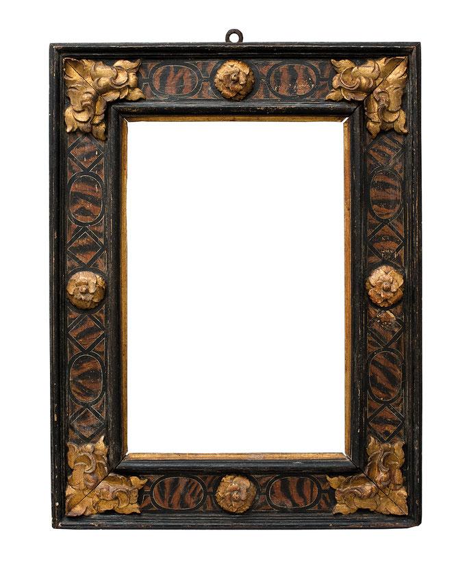 0422  Kassettenrahmen 16./17.Jh., Pinienholz geschnitzt, polychrom gefasst und vergoldet, 62 x 41 x 14,6 cm