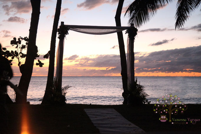 Sunset beach wedding in Rincon