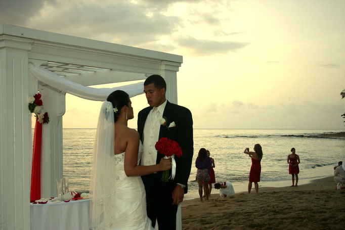 Ocasiones Beach wedding