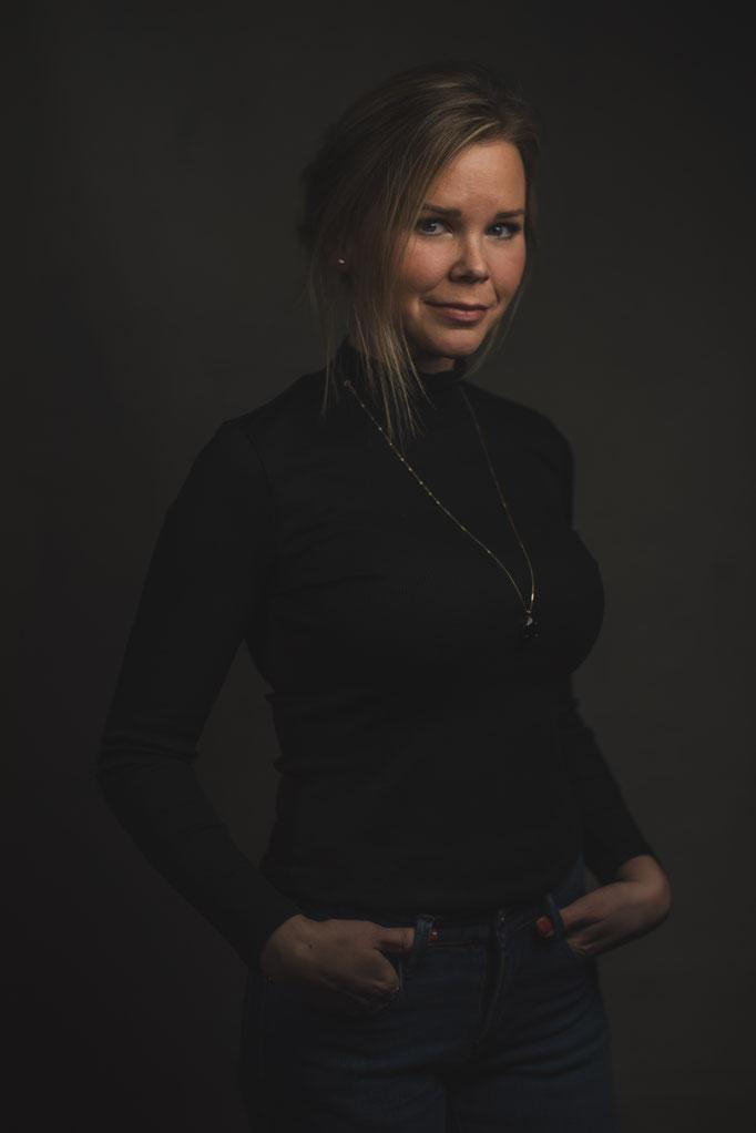 MUA: Emma Burendahl