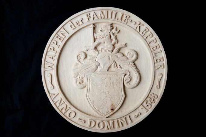 Familenwappen Relief, Lindenholz, 35 cm