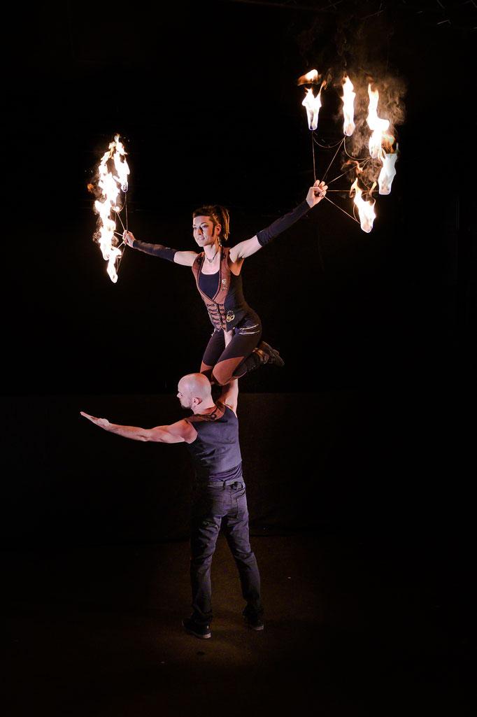 beeindruckende Akrobatik bei jeder Feuershow