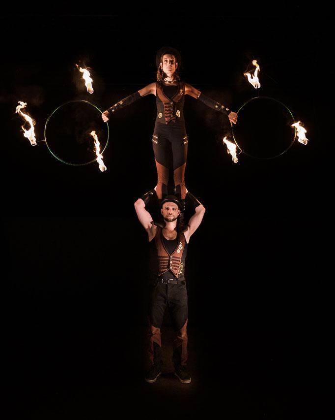 spektakuläre Akrobatik in jeder Feuershow