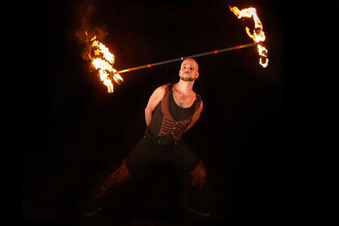 unglaubliche Tricks in jeder Feuershow