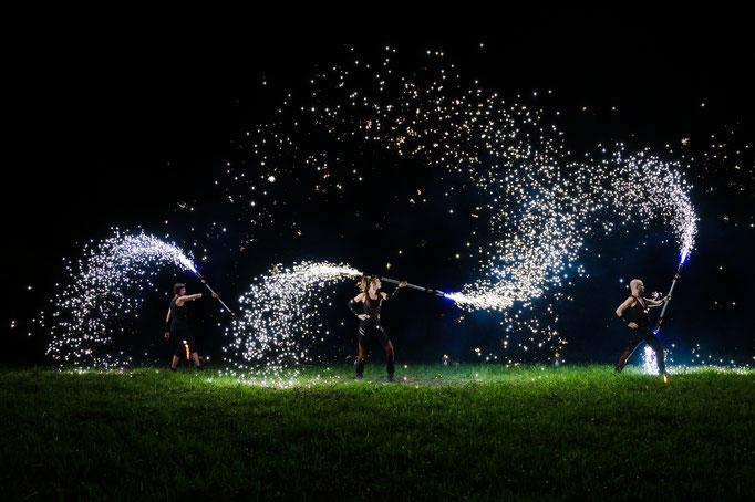 Choreografien mit pyrotechnischen Requisiten
