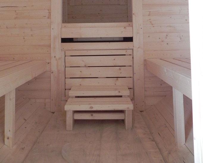 banqueta de acceso, bajo la cama todo el espacio es diáfano
