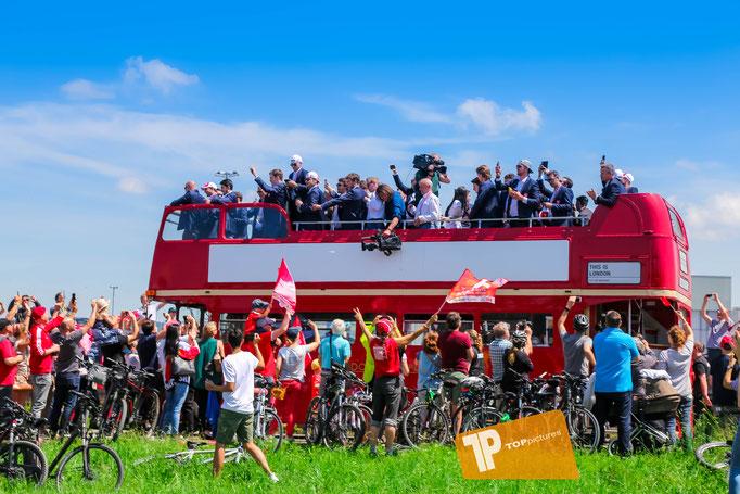 Offizieller Fanempfang für die Schweizer Nationalmannschaft  am Flughafen Kloten
