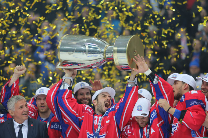 Der EHC Kloten gewinnt gegen Genf/Servette 5:2 und erstmals den Schweizer Cup.