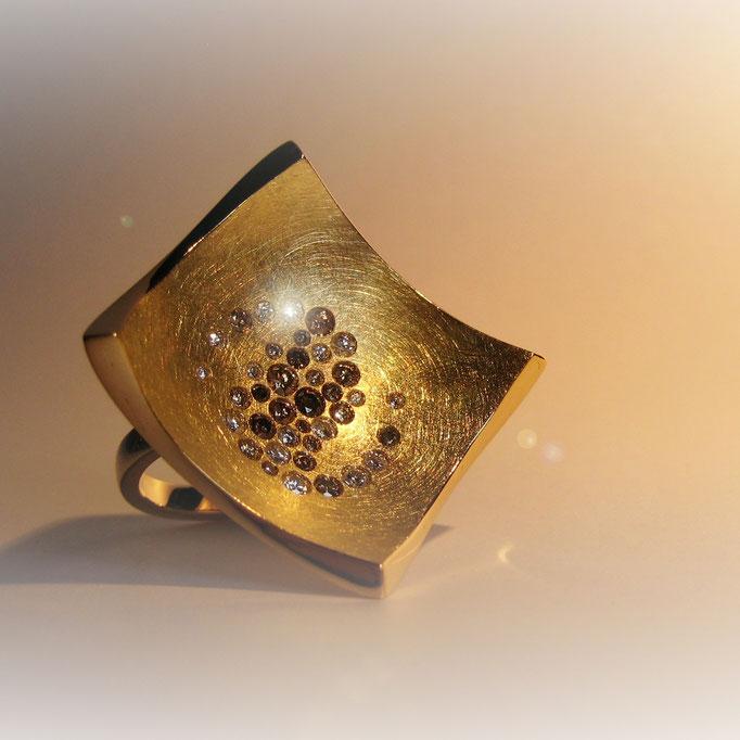 Damenring in Gelbgold 750 mit braunen Diamanten