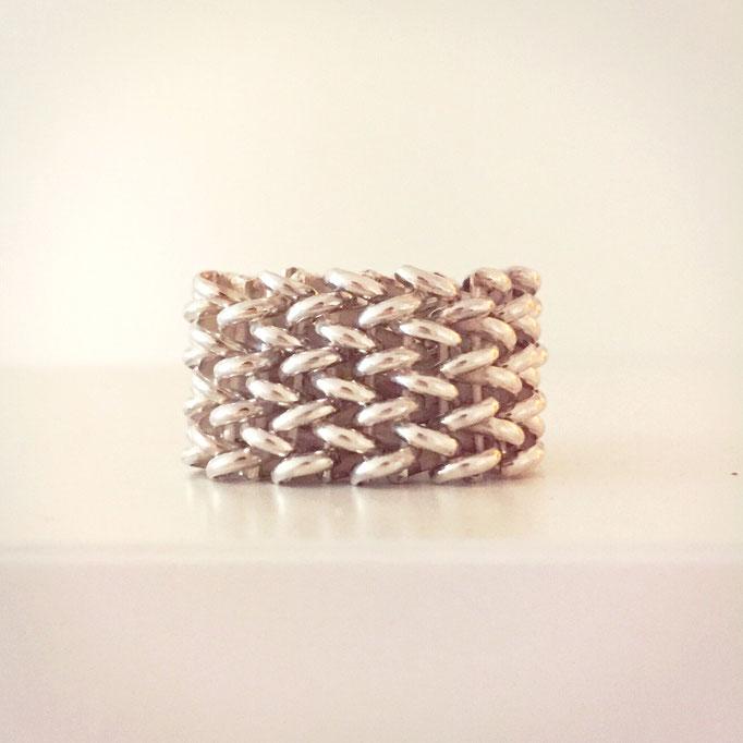 Ring aus Silber 925 mit Flechtstruktur