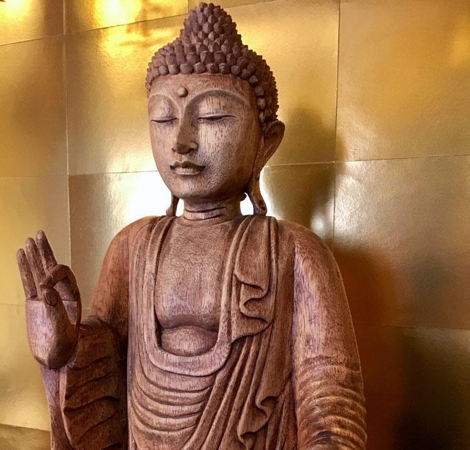 禅衆院のご本尊。仏教開祖・お釈迦さま。イケメンです。
