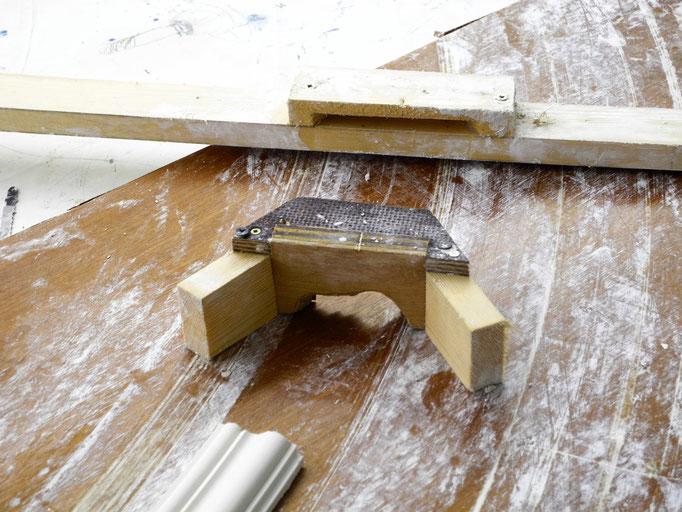 Herstellung von eigenkreierten, kreisformigen Stuckleisten für die Decke - GERZEN wand-design